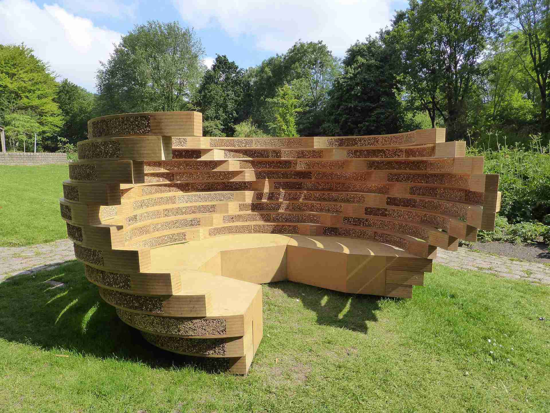 sculptural-buzz-bench-sitting-area-and-biotope-wild-bees-11